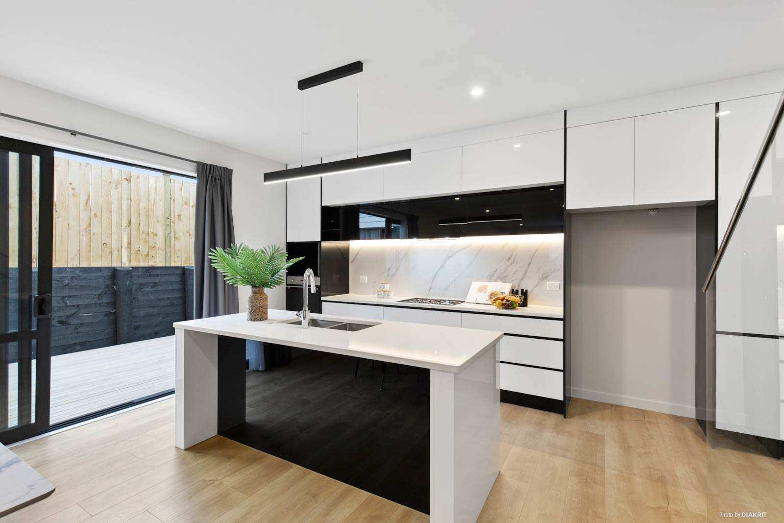 Hobsonville 4房 全新现代别墅 品质一流装潢 好校荟萃 交通便捷 即刻抵达奥克兰CBD! Brand New Living!