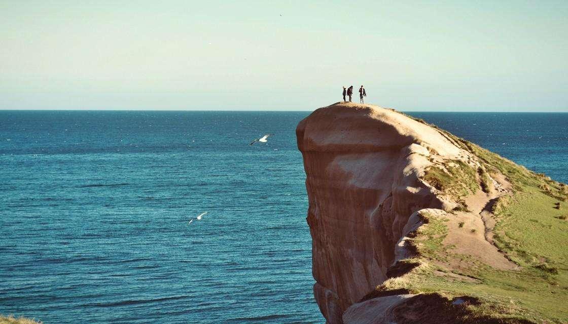 为了自拍,游客在新西兰网红景点上演惊悚一幕!