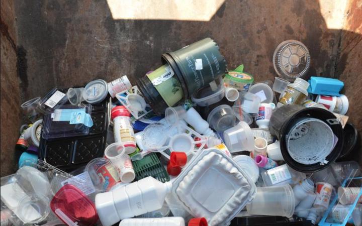 新西兰塑料垃圾堆积如山,中国不收只能本土填埋