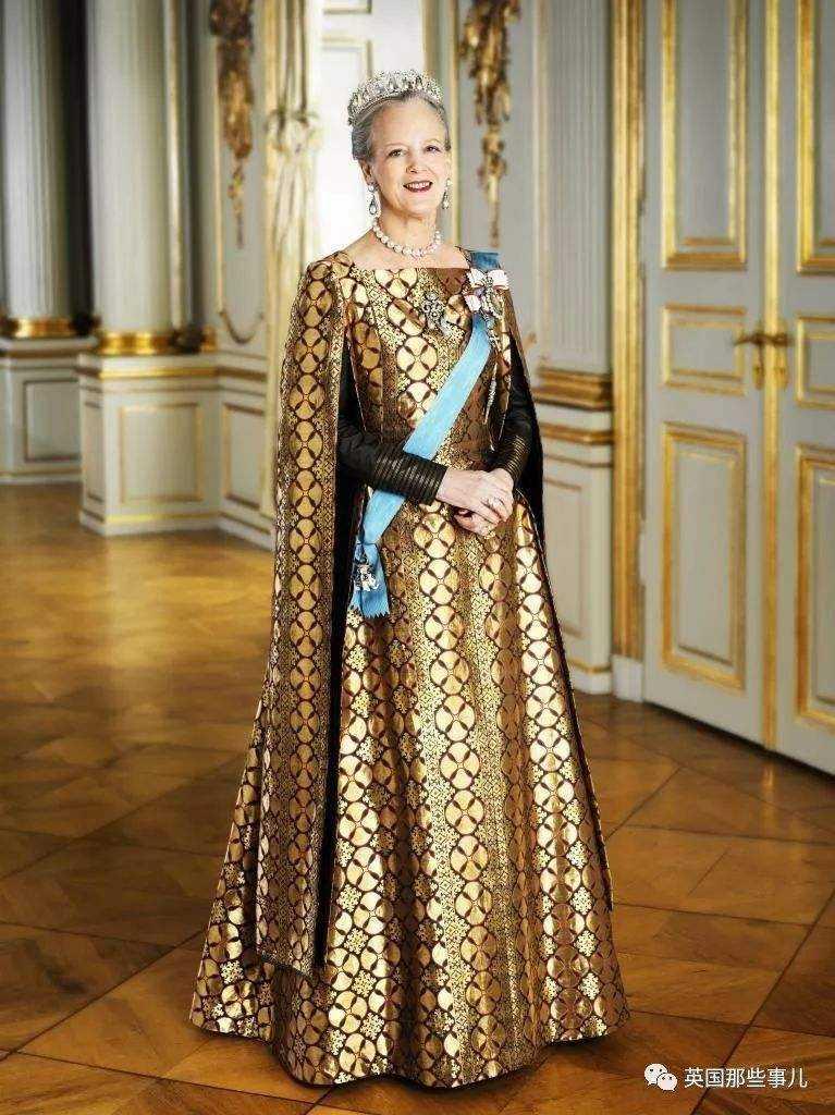 抽烟、逛地摊、办画展,丹麦女王79岁活得比19岁少女还嬉皮!