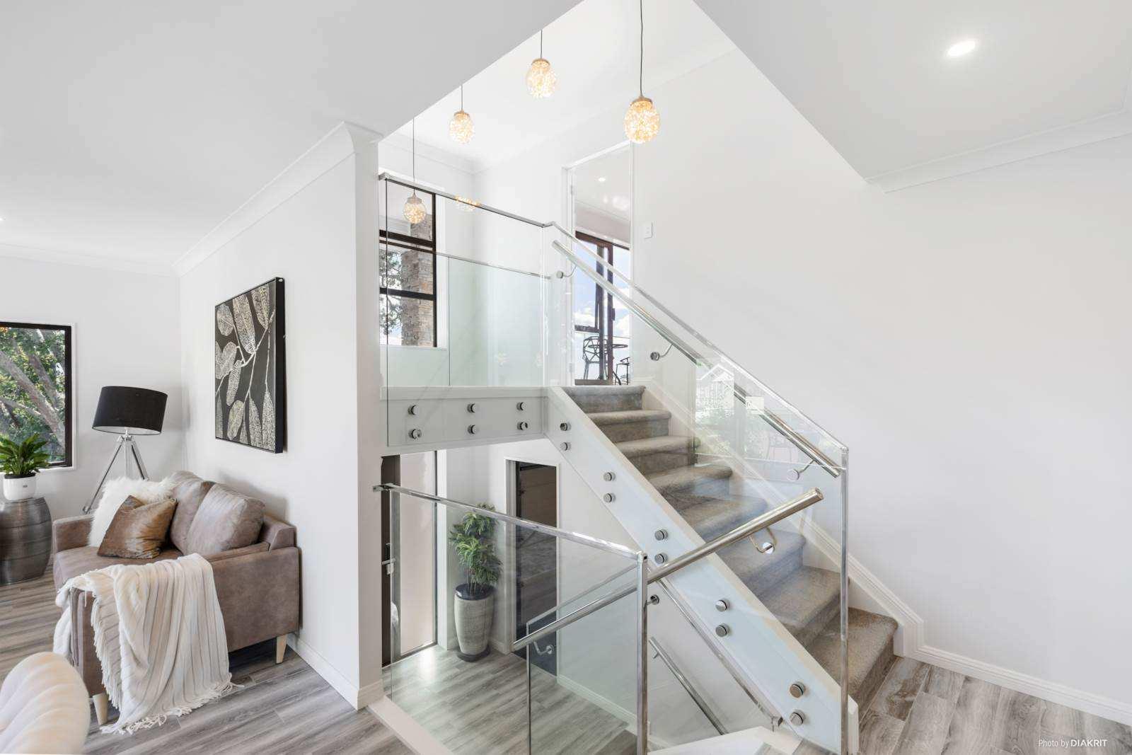 Blockhouse Bay 5房 崭新错层别墅 功能性&舒适性兼备 饱览公园美景 学区与配套极其完善 品味精致现代人生 Brand New, Spacious, Trendy & Affordable!
