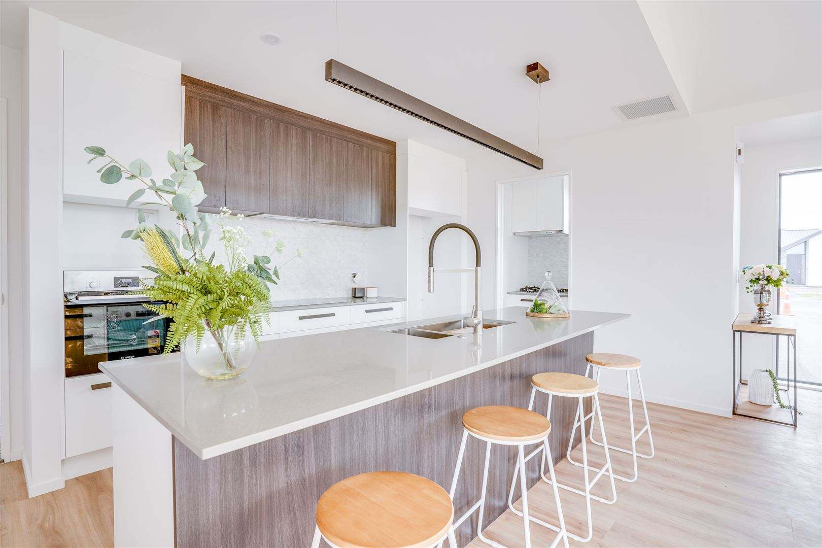 Halswell 4房 Stylish brand new home with double cooking options!