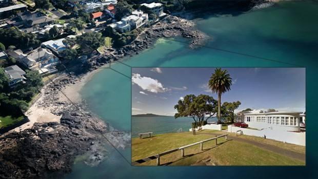 Takapuna房主在自己的土地上修围墙,居民抱怨破坏了海滨步道,究竟谁对谁错?