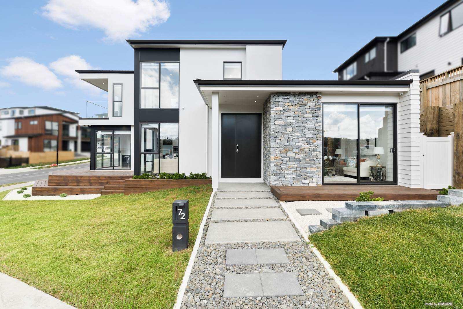 Pinehill 5房 优雅前卫靓宅 精湛设计工艺 宽敞采光格局 智能家居&舒适生活 品味惬意理想人生 A distinctive Beautiful Mansion