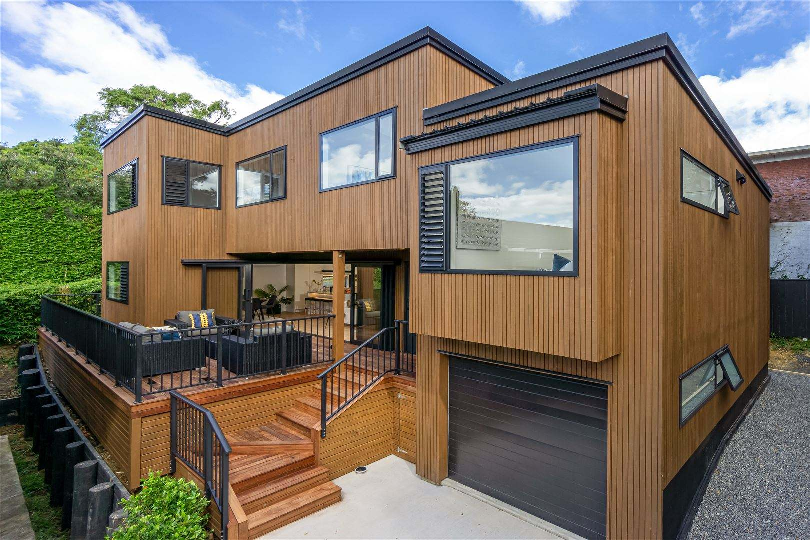 Mairangi Bay 4房 全新雪松木美居 带10年建筑质保 好校云集 步行抵达海滩 开启浪漫舒心生活! Stunning new Cedar Home - Priced. Make me an offer!