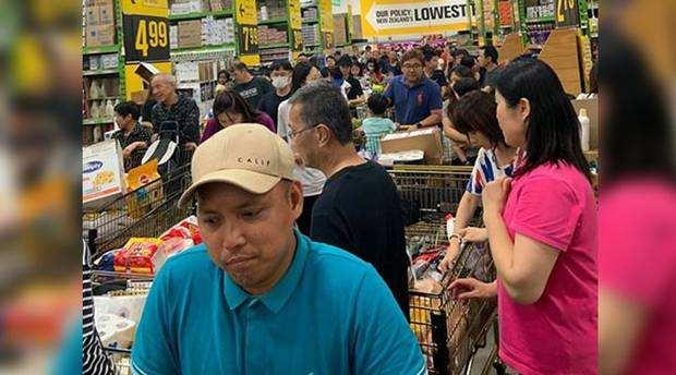 疯狂囤货!奥克兰防疫用品遭到哄抢,超市快被挤爆了……