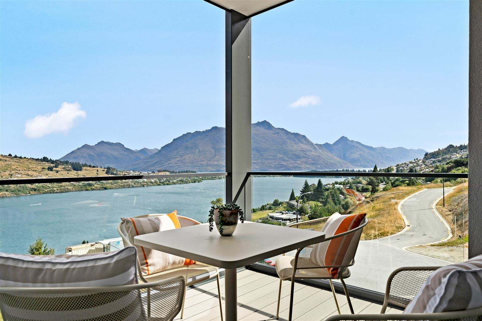 Queenstown 3房 Ultimate retreat,  lock and leave or investment....