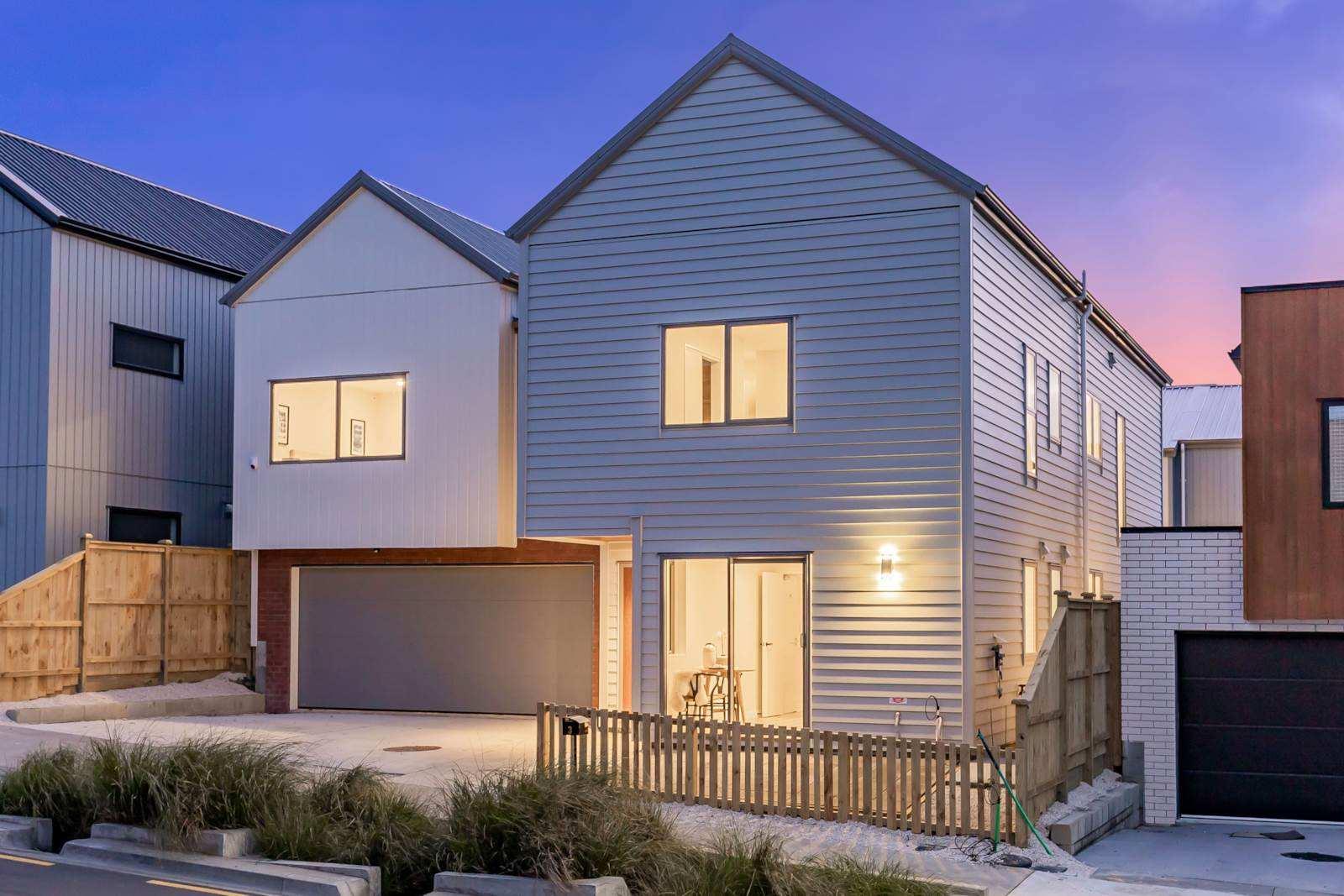 Hobsonville 6房 全新品质靓宅 空间开阔 可信赖原材料建造 配置品质家居配件 好校近距离 轮渡出行 自住/投资两相宜 Brand New Legal Home & Income