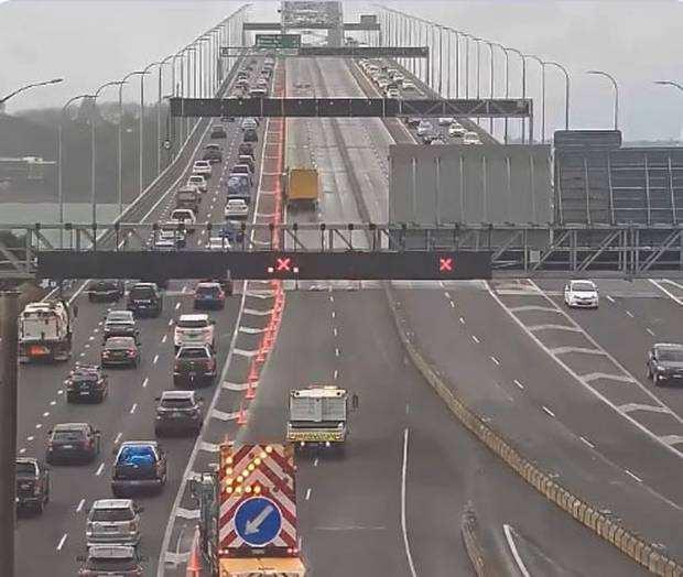 堵到哭!北岸大桥遭结构性破坏,部分车道或关闭数周