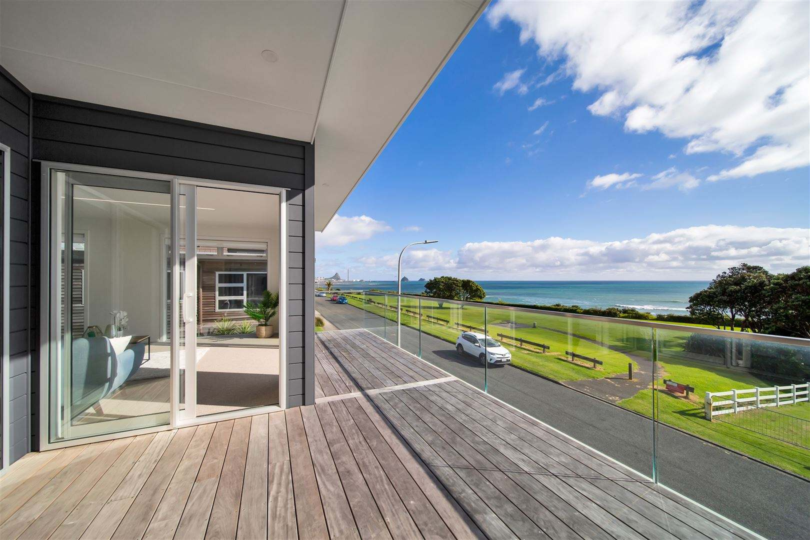 New Plymouth City Surrounds 3房 Supreme Seafront Inner City Living, Stunning Views
