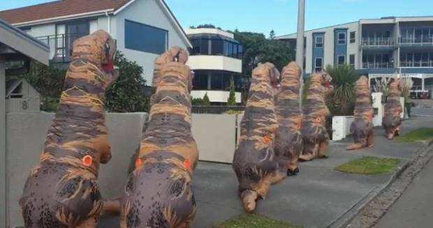 """非常新西兰!10只""""恐龙""""现身街头,模样可爱,只为一件事!"""