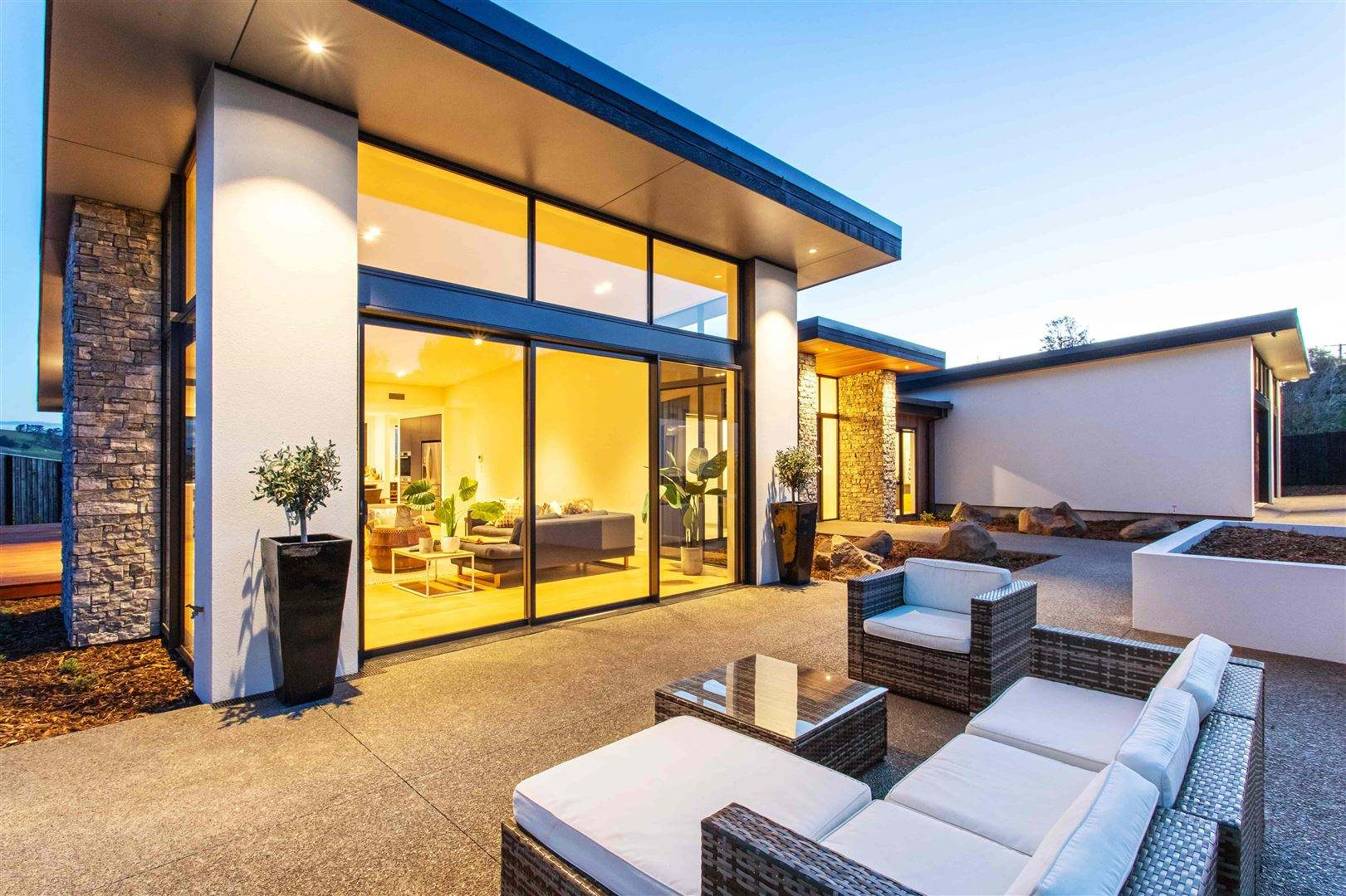 Kennedys Bush 4房 Stunning New Home With Sweeping Views