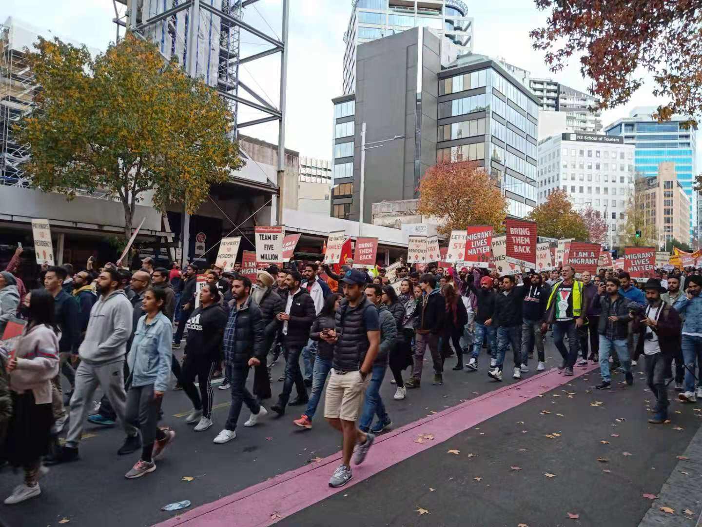 移民门槛太高!这些人真急了!本周六奥克兰又将爆发大游行!