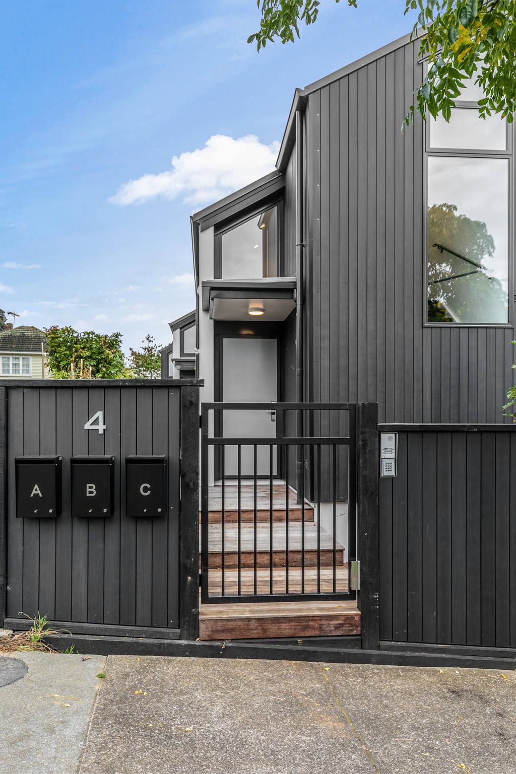 Meadowbank 4房 全新时尚城市屋 名师打造 地段炙手可热 新产权即将下发 专为挑剔买家而生! Brand New Meadowbank Townhouse
