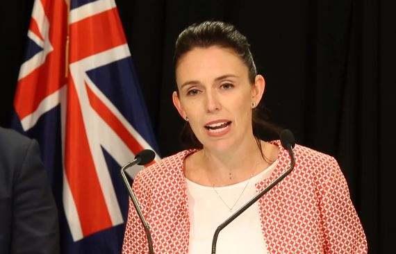 新西兰政府盈余55个亿,但油价不降,教师工资不涨!