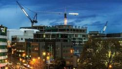 强迫建筑商签订高风险合同,政府成建筑公司倒闭的罪魁祸首之一?住房部长:这是有多疯狂?