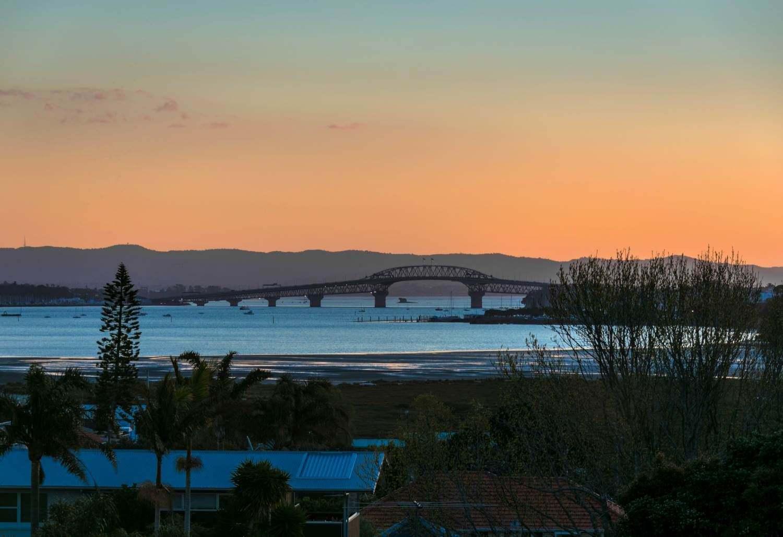 Devonport 4房 全新海景房 视野无敌 地理位置得天独厚 现代化亮点多多 没有物业费! Great View and Fantastic location!