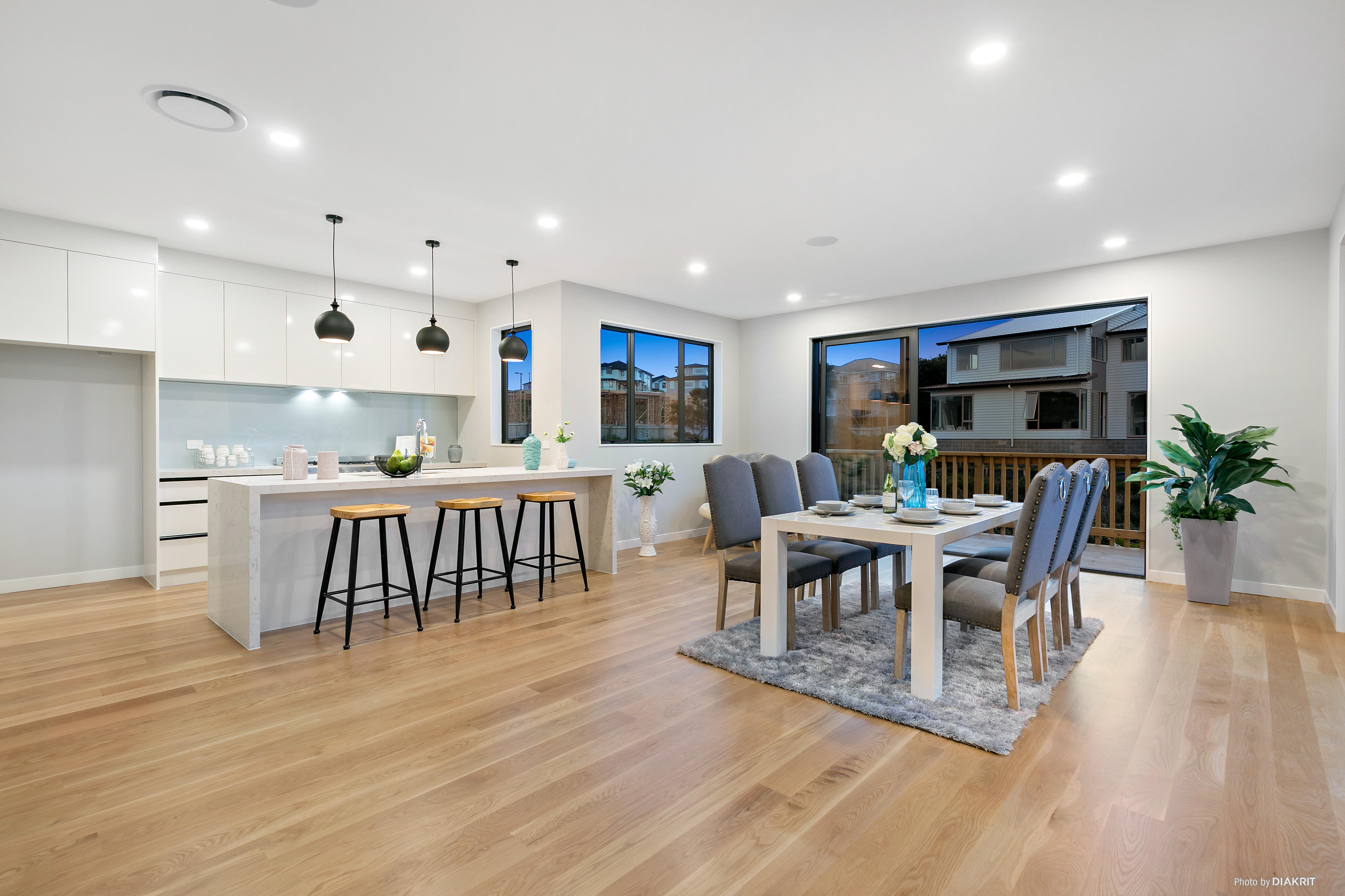 Pinehill 6房 现代化全新美宅 尽赏保护区风光 地处Rangitoto学区 步行至购物中心! Rangi Zoned Brand New House in Pinehill