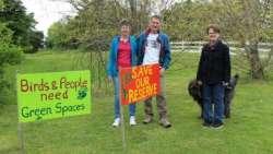奥克兰议会计划出售10块绿地并将其转变成住宅区,引起当地居民的强烈反对
