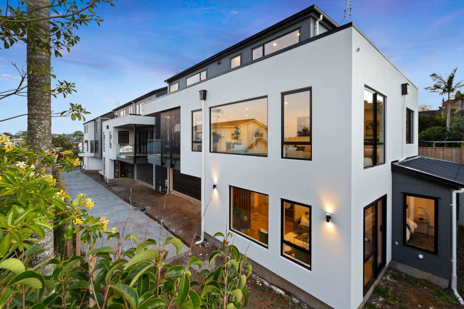 Epsom 5房 双校网全新奢居 设计&工艺无懈可击 亮点多多 10年质保 轻松打造一个难忘的家! Luxurious Living - Enviable Address DGZ
