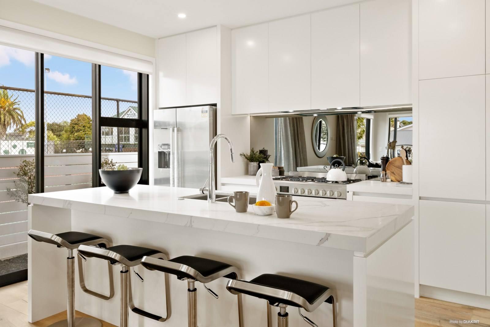 Epsom 5房 全新精品闪耀上市 智能家居保驾护航 细节彰显无暇品质 成为它的第一位主人! Brand New Home - What A Stunner !
