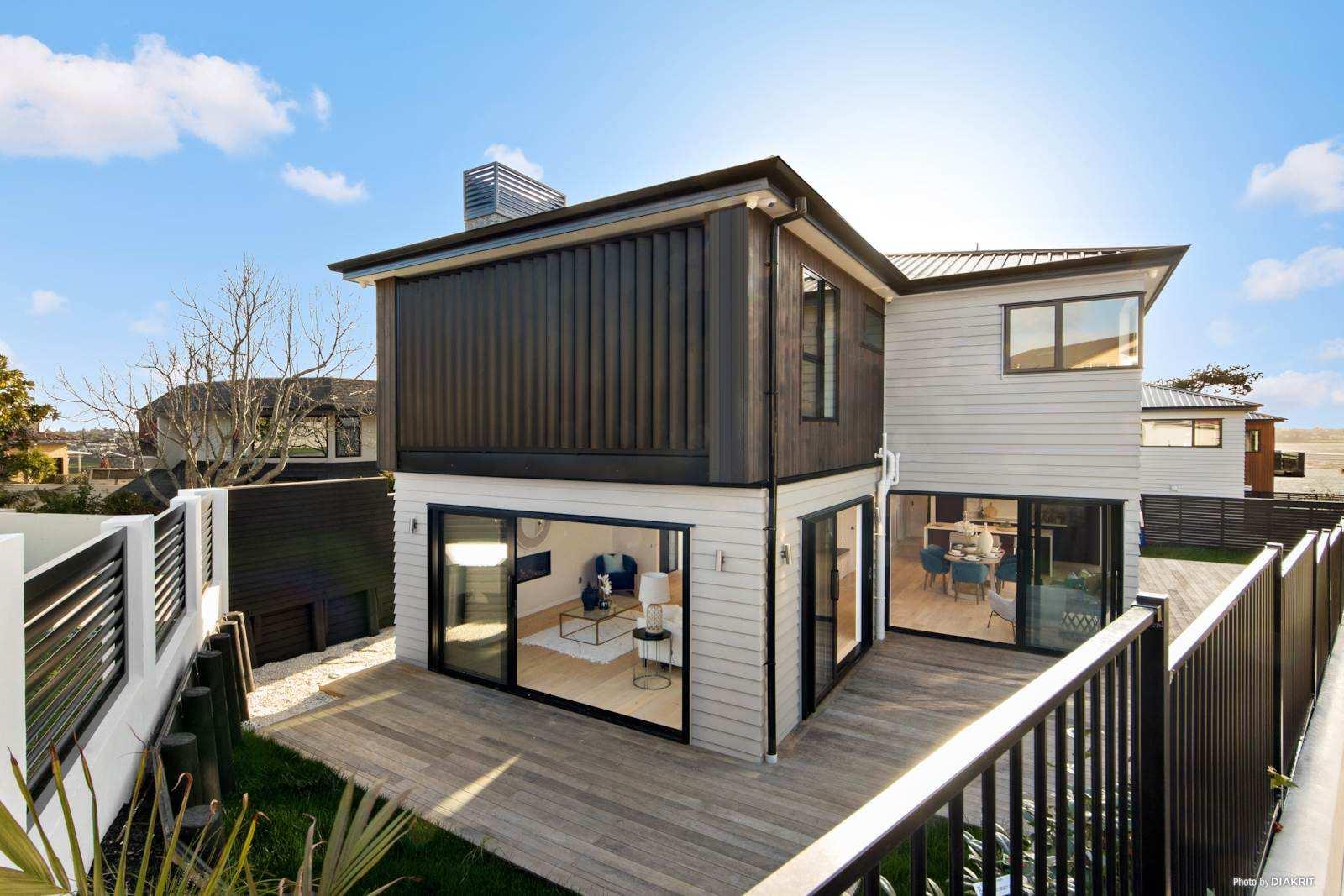 Half Moon Bay 5房 Macleans学区全新雅墅 享半月湾旖旎风光 装潢高档 配套醇熟 静候幸运买家! Sophisticated Elegant New Build in Macleans Zone