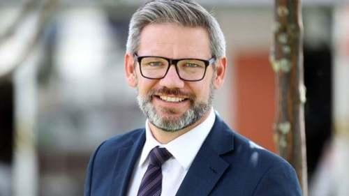 新西兰移民部长称将开启临时工签审查 首要原则——填补紧缺岗位